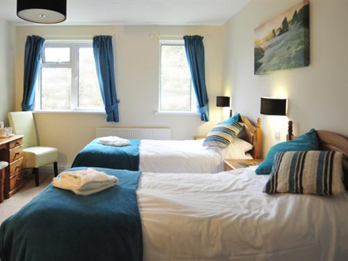 Twin room-Ensuite-Countryview - Base Rate