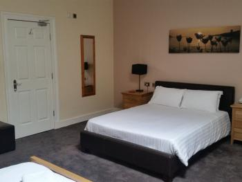 King-Ensuite-King Bed and 2 Single bed