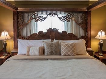 Suite-Ensuite-King-Balcony-a The Suite