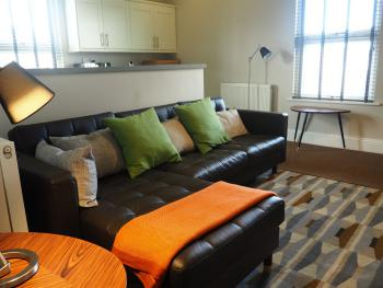 Raby Street Apartment - Lounge