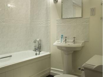 En-suite to Cheviot Bedroom