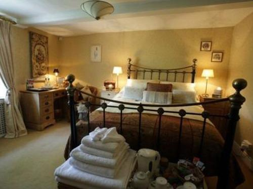 Double Ensuite - Gold Room (Breakfast Included)