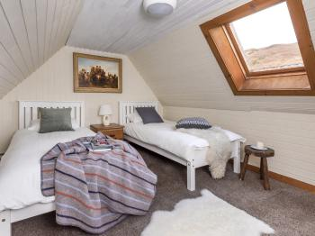 Guest room with single beds in Deanich Lodge