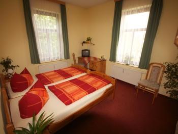 Doppelbett oder zwei Einzelbetten-Standard-Ensuite Dusche-Blick auf den Hof - Doppelbett oder zwei Einzelbetten-Standard-Ensuite Dusche-Blick auf den Hof