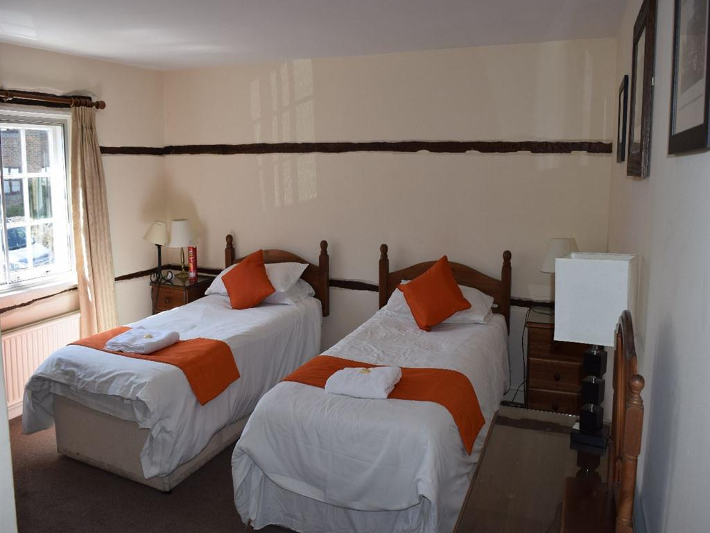 Twin room-Ensuite-Room - Base Rate