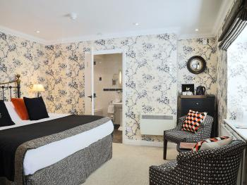 Double or Twin-Luxury-Ensuite with Bath-The Nene