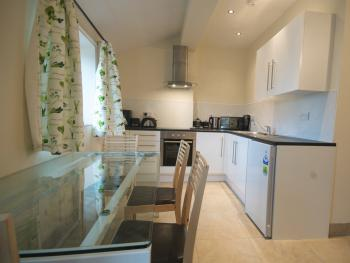 Oak Self Catering Two Bedroom Cottage/Full Kitchen