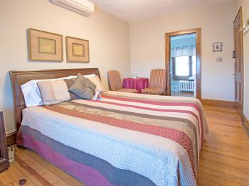 Opal-Double room-Queen-Ensuite with Shower-River view - Base Rate