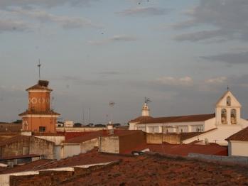 Torre del Ayuntamiento e Iglesia desde la terraza/solarium.
