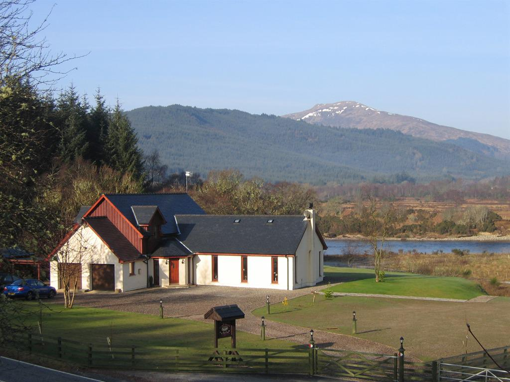 Garadh Buidhe Bed and Breakfast on the banks of River Lochy