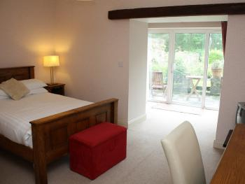 Double room-Ensuite with Bath-Walled Garden with patio