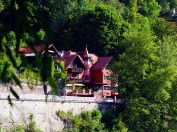Hotel Heimgartl in gemütlicher Lage im Grünen und umgeben von Bergen