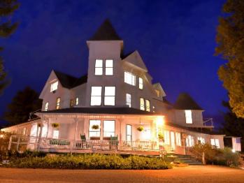A Beautiful Night at the Inn