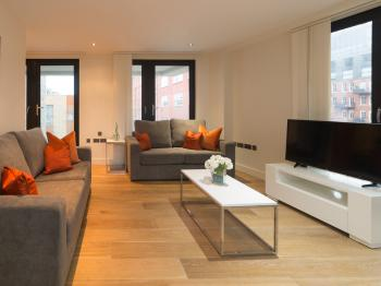 Central Tower Bridge Apartment -