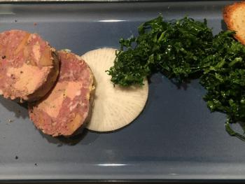 Terrine de gibier au foie gras, salade de chou kale