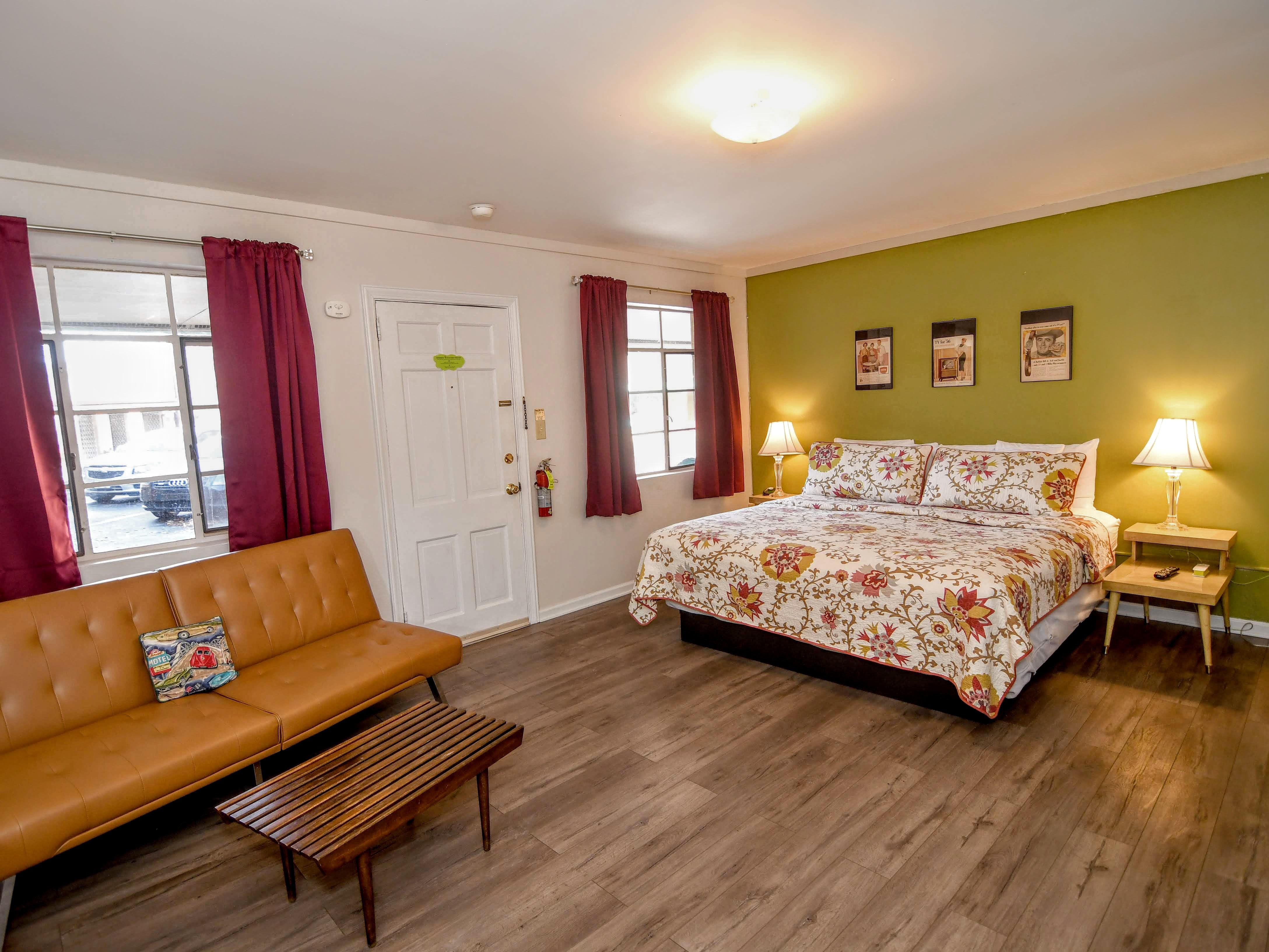 King Bed - Semi-Suite