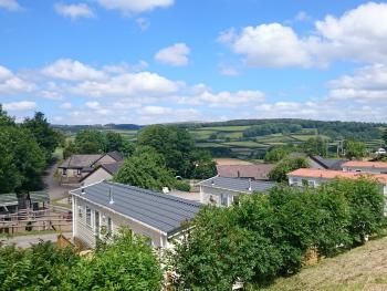 Parkers Farm Cottages & Caravans - Lovely views over Dartmoor National Park