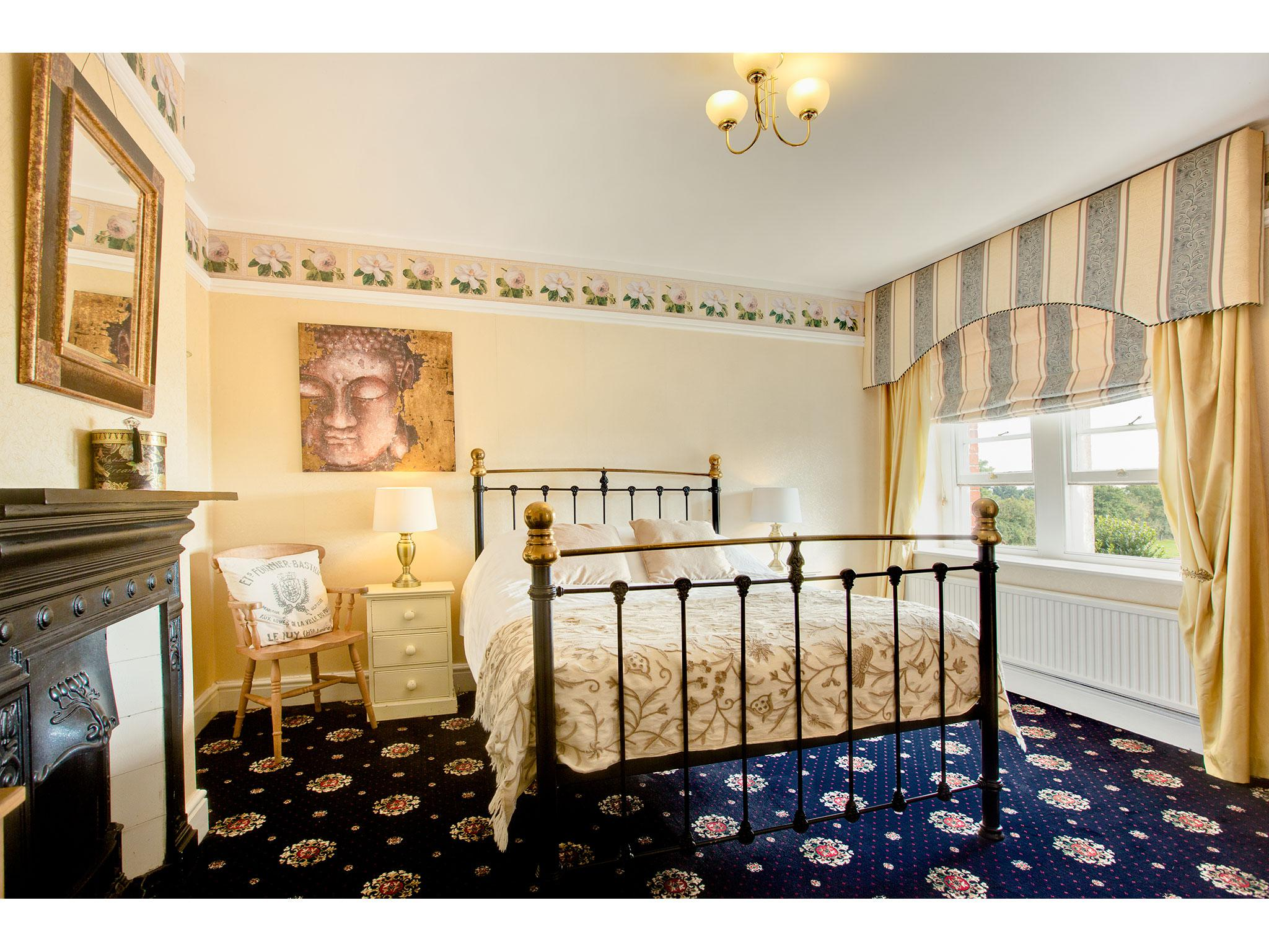 King-Ensuite-Garden View-Longleat View - Base Rate