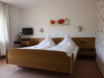 Doppelzimmer-Economy-Ensuite Dusche-Balkon.