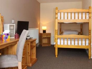 Family Ensuite - 2 Adults 2 Children - Breakfast Included