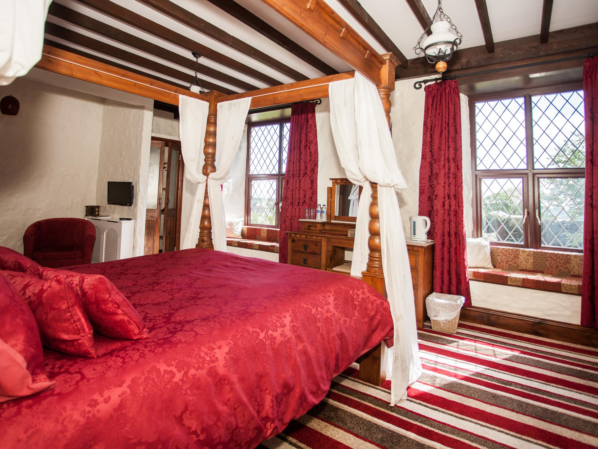Triple room-Superior-Ensuite with Bath-Garden View-Four Poster Bed