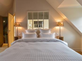 La Maison de Pierre et Valérie St Léonard Honfleur - la chambre du R+2 avec sa salle de bain