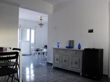 Apartment-Ensuite-400m from the beach.