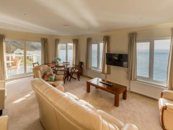 Observation Apartment On The Beach - Living room with spectacular views