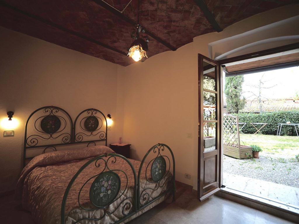Appartamento-Comfort-Bagno privato-Vista giardino- Girasole