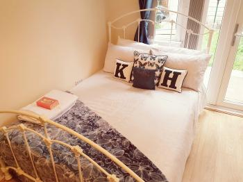 Double room-Premium-Ensuite with Shower-Garden View-Room 2 - Base Rate