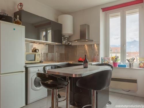 Cuisine et son espace repas gite Grenoble