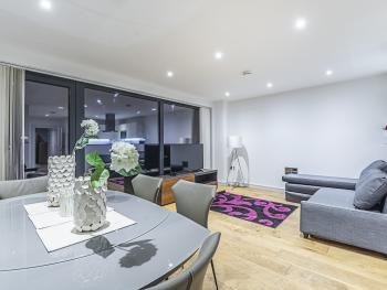 CE Apartments - Greenwich - Lounge/Dining Room/Corner Sofa bed