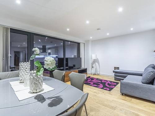 Lounge/Dining Room/Corner Sofa bed