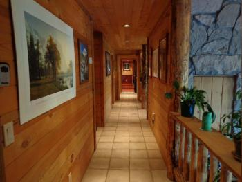 Evergreen Haus - Yosemite Lodging - Cabin Hallway