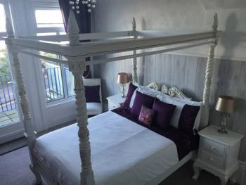 Four Poster Double Bed - Sea View & Balcony