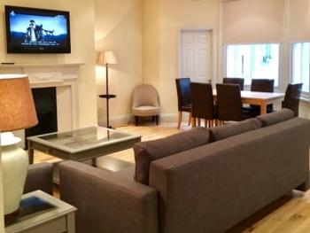 2 Bedroom Apartment Earl's Court -