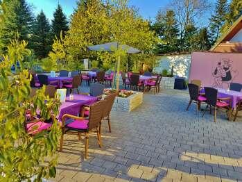Terrasse für ein exzellentes Frühstück oder einen nachmittags Kaffee mit hausgemachten Toten