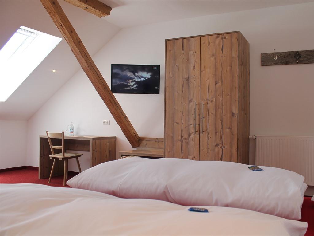 Dreibettzimmer-Komfort-Ensuite Dusche - Basistarif