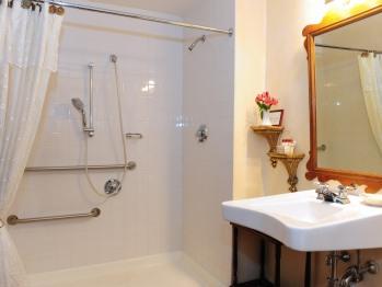 Ingersoll Room Bathroom