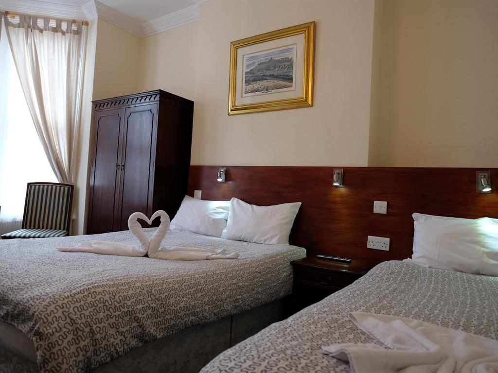 Triple room-Ensuite-Double and Single Beds - Standard
