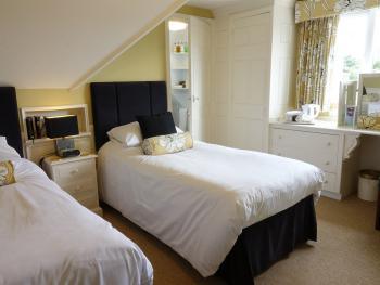 Twin room-Ensuite with Shower-(Second Floor)