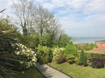 Le jardin devant la mer