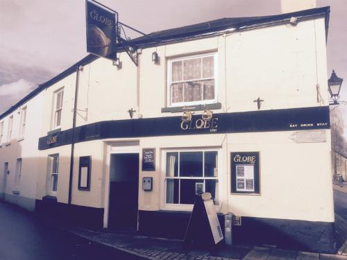 Front View - The Globe Inn