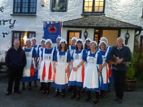 The Plymouth Maids outside The Weary Friar