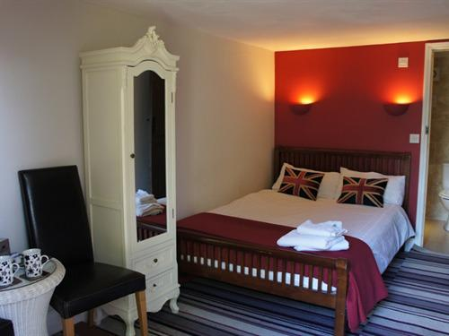 Double room-Ensuite-Small Budget - Base Rate