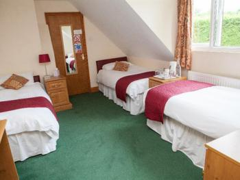Triple Ensuite- Three single beds( Breakfast included)