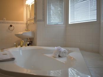 Selkirk Suite Bathroom
