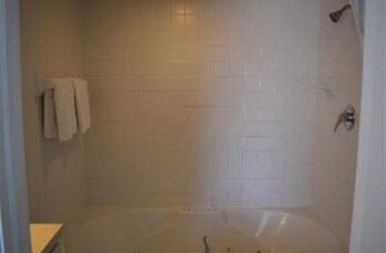 Sky Room Jetted Tub Bathroom
