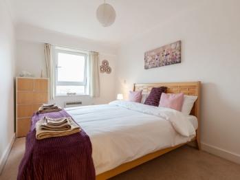 Excel Millsands - Bedroom -king bed