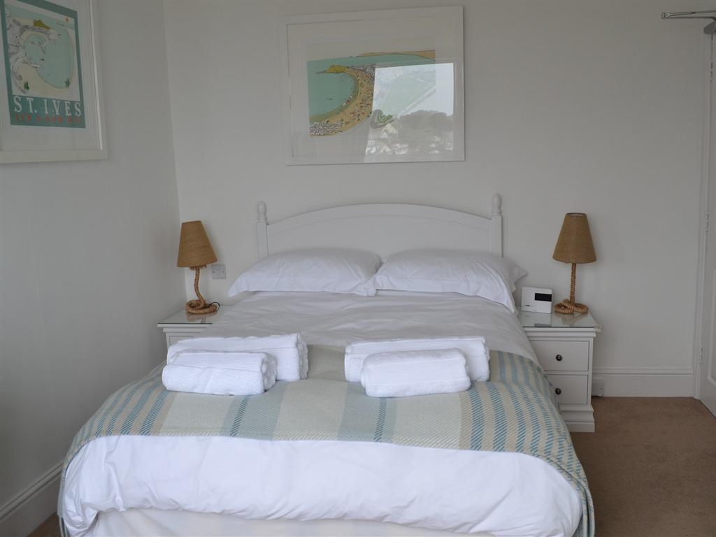 Double room-Private Bathroom-(NOT ENSUITE)